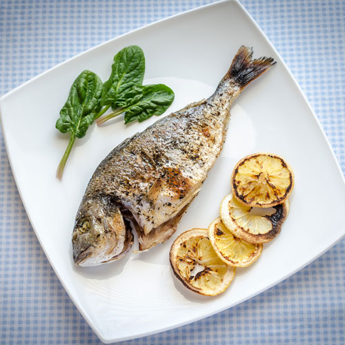 RestaurantDemo/menisto_39720991-Grilled-dorada-fish-with-lemon-and-spinach.jpg